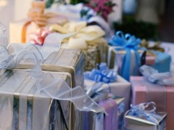 Brokester's guide to wedding gifts under $25