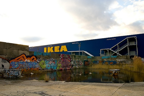 Lag och oordning: Red Hook's Ikea is a hotbed of criminal activity