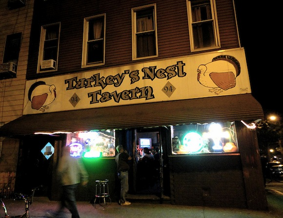 Turkey S Nest Stands In For A Hell S Kitchen Bar In Daredevil