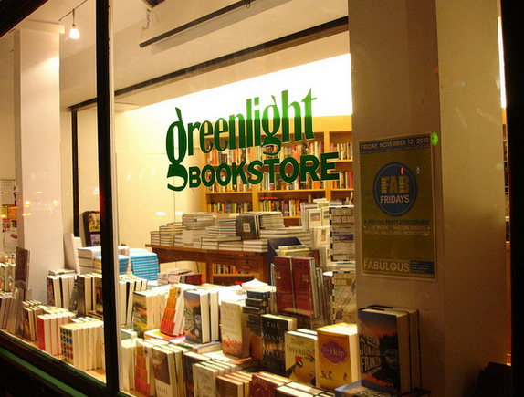 Volunteer and get rewarded in discounted books from an iconic Brooklyn staple. Win-win. (via Flickr user dwwebber)