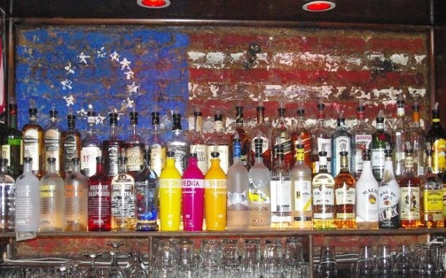 Bars We Love: Fly to wing heaven at the Kettle Black Bar!