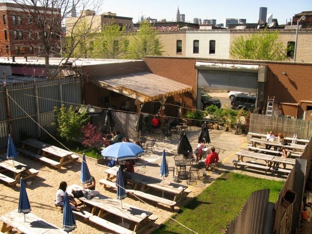 Yes, you can still find wide open bar yards in Brooklyn, like this one at t.b.d. Via t.b.d.