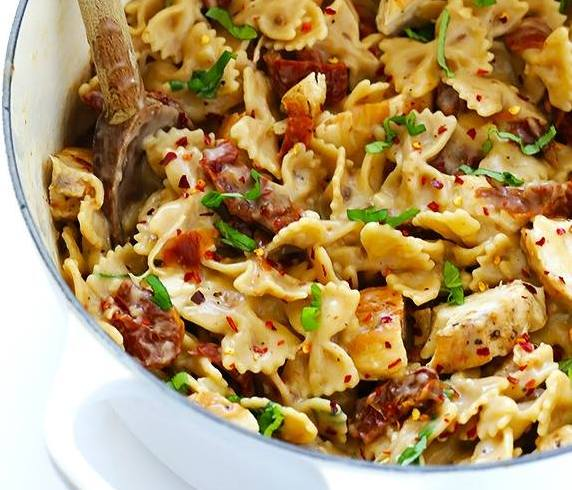 CREAMY PASTA WITH CHICKEN AND SUN-DRIED TOMATOES-Brokelyn-Friday-Stay at home guide-001