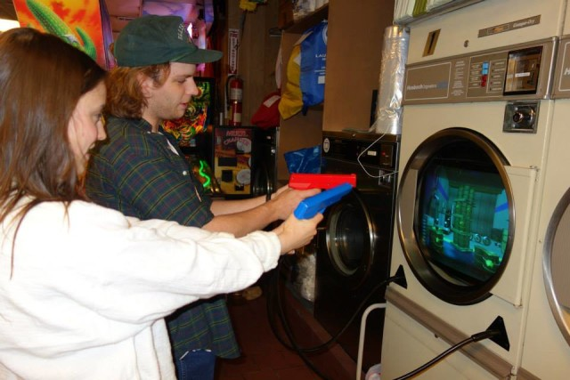 The best laundromat in Brooklyn has video games, pinball, beer pizza and makes a great date spot. Via Facebook.