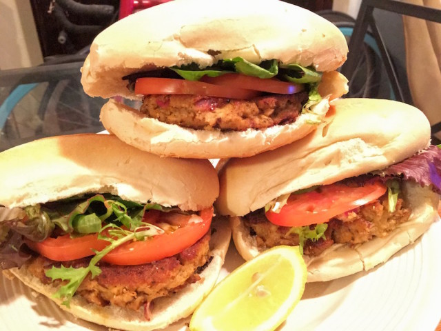 These delicious salmon burgers were made just from bodega ingredients.