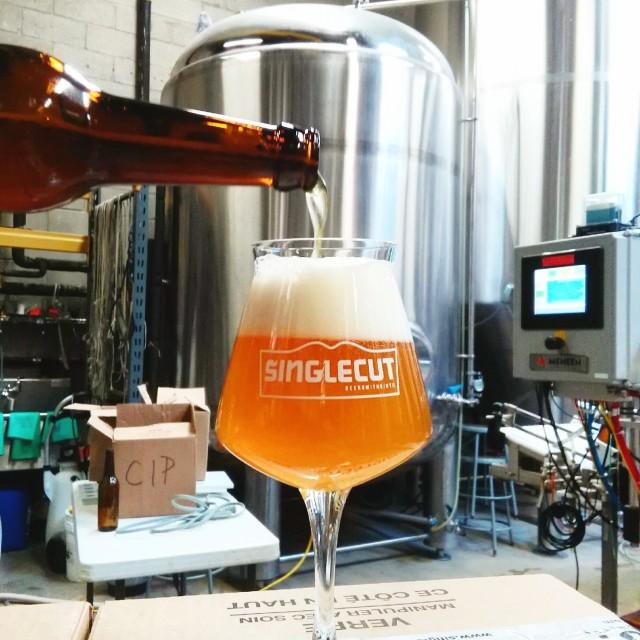 singlecut_beer_pour