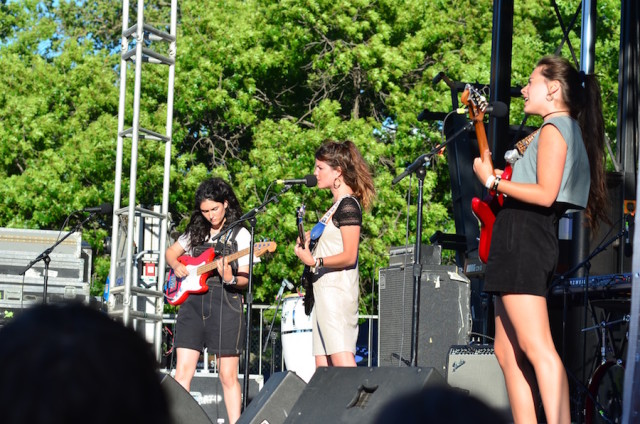 Hinds play McCarren Park. Photo by Mary Dorn/Brokelyn.