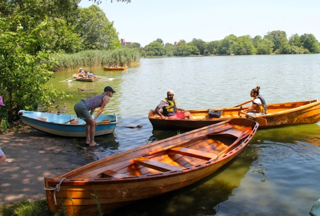 Get on a boat, part II: 4 ways to go kayaking, canoeing and rowing in Brooklyn for free