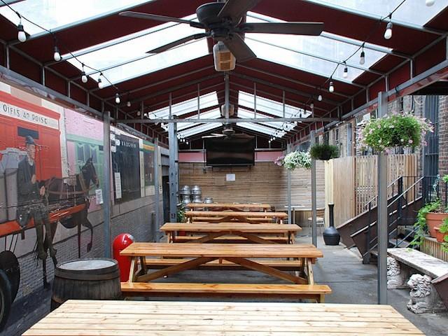 Keg and Lantern also offers  backyard viewing. Photo via Keg and Lantern