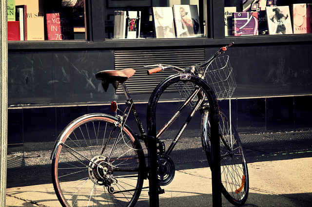 A New Yorker's guide to locking your bike properly