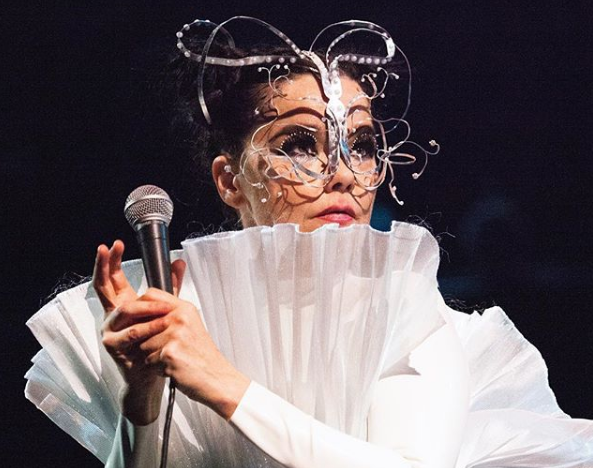 Björk is selling her Brooklyn Heights penthouse, the subway ceiling collapsed this am on Atlantic Ave, BQE revamp (and more links)