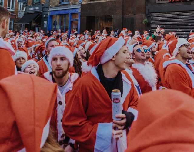Metro North, LIRR, and NJ Transit ban alcohol for Santacon weekend