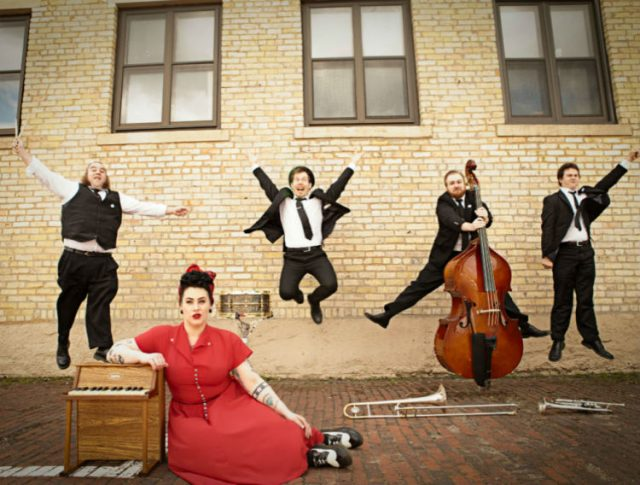 On Stage at Kingsborough Presents: Davina and The Vagabonds
