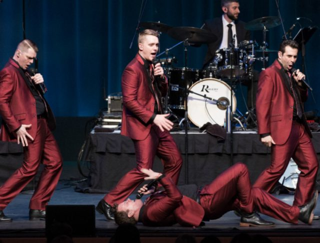 On Stage at Kingsborough Presents: Under the Streetlamp